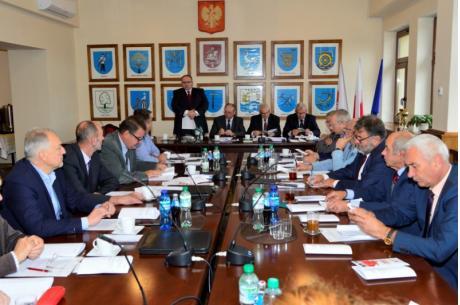 Wójt Gminy Jasienica podczas sesji  Rady Gminy. Fot: Jasienica.pl